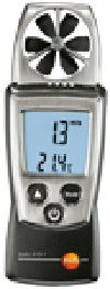 Термоанемометр testo 410-1 одновременно измеряет скорость и температуру воздушного потока.