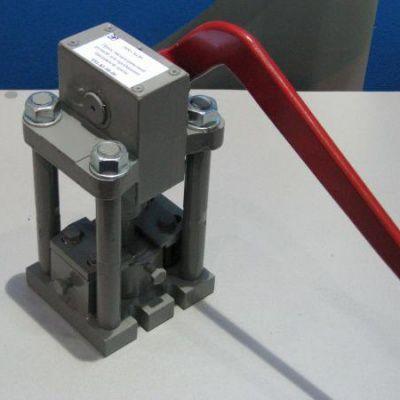 Эксцентриковый ручной пресс для пробивания бандажной ленты НТ01-81-00-00