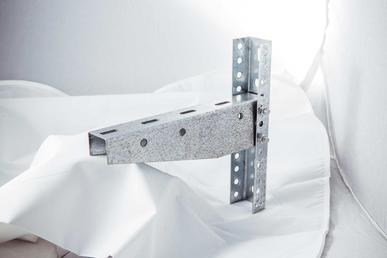 Кронштейны для монтажа кабельных лотков по стене и потолку