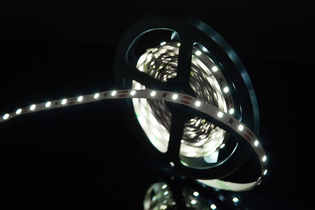 Светодиодная лента SMD 2835, 60 LED/м., 4,8 Вт/м., 12В. , IP20, Цвет: Холодный белый