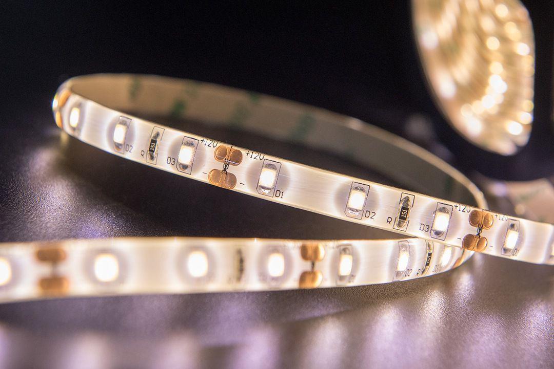 Светодиодная лента SMD 2835, 60 LED/м, 4,8 Вт/м, 12В , IP65, Цвет: Теплый белый