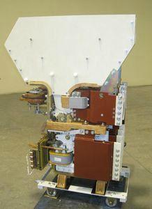 Выключатель автоматический быстродействующий постоянного тока ВАТ-42 Номинальное напряжение 660 и 1050 В, номинальные токи: 2000, 4000, 6300, 10000 А, отключающая способность не более 100 кА