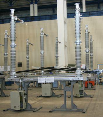 Разъединитель трехполюсный РПД-220  Номинальное напряжение 220 кВ, наибольшее рабочее напряжение 252 кВ, номинальные токи не менее 1250, 1600, 2500 А, ток термической стойкости 25, 40 и