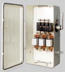 Ящик с рубильником , предохранителями и со штепсельным соединителем ЯВЗШ-31