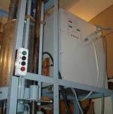 Автоматический закалочный станок с одновременным продвижением заготовки в индуктор и вращением ее вокруг оси